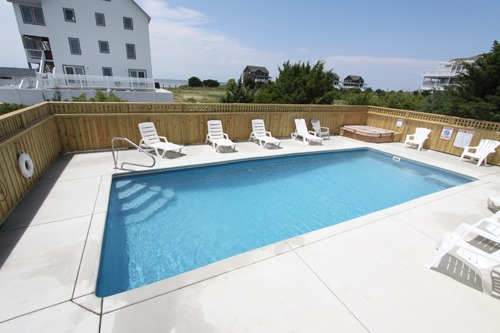 Waves Real Estate - Huge Private Outdoor Pool