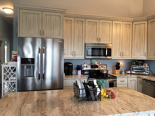 Waves Real Estate - Custom Kitchen With Upgraded Cabinetry